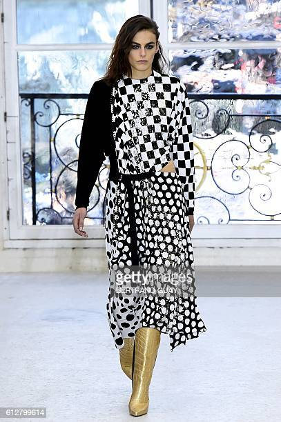 A model presents a creation for Louis Vuitton during the 2017 Spring/Summer readytowear collection fashion show on October 5 2016 in Paris / AFP /...