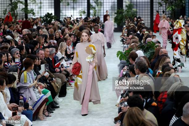 Model presents a creation for Valentino during the 2018/2019 fall/winter collection fashion show on March 4, 2018 in Paris. / AFP PHOTO / Patrick...