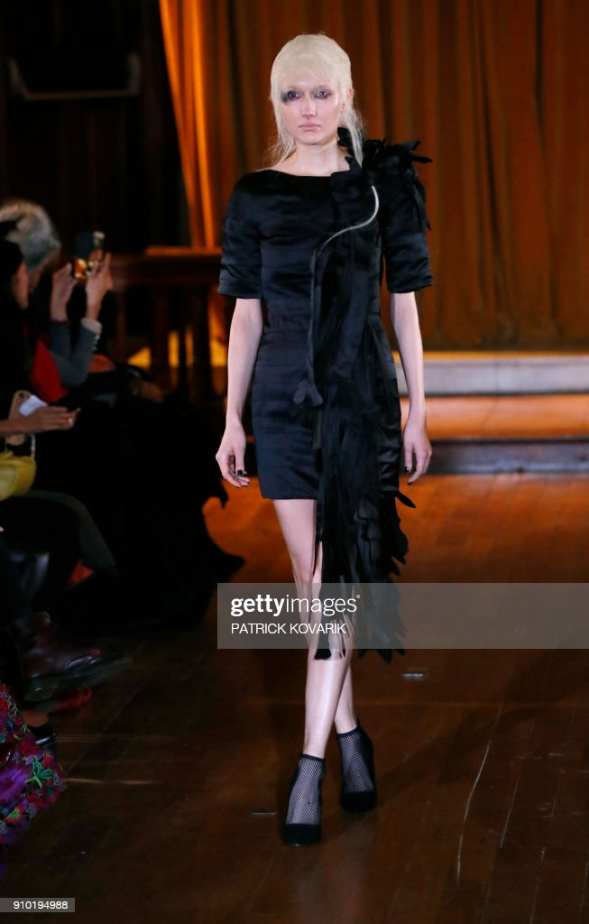 model-presents-a-creation-for-xuan-during-the-2018-springsummer-haute-picture-id910194988