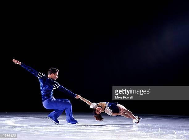 Figure skating pair performing ''deathspiral''