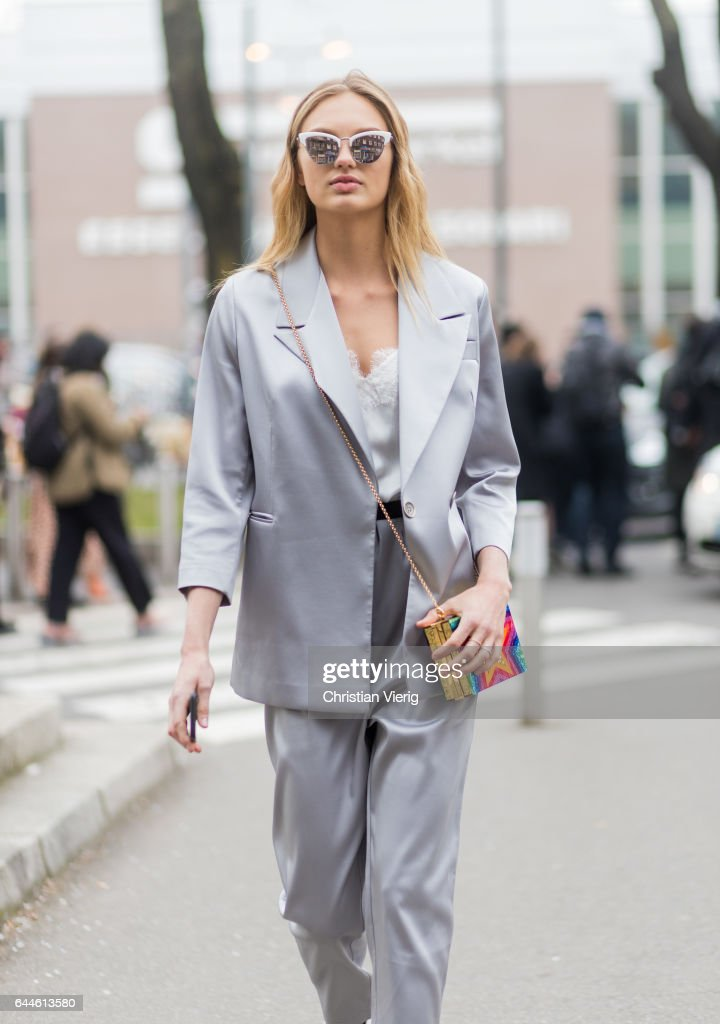 Street Style: February 23 - Milan Fashion Week Fall/Winter 2017/18 : News Photo