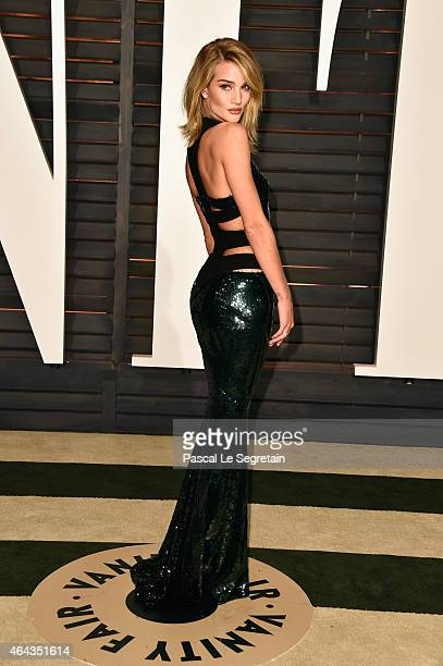Model Rosie HiuntingtonWhiteley attends the 2015 Vanity Fair Oscar Party hosted by Graydon Carter at Wallis Annenberg Center for the Performing Arts...