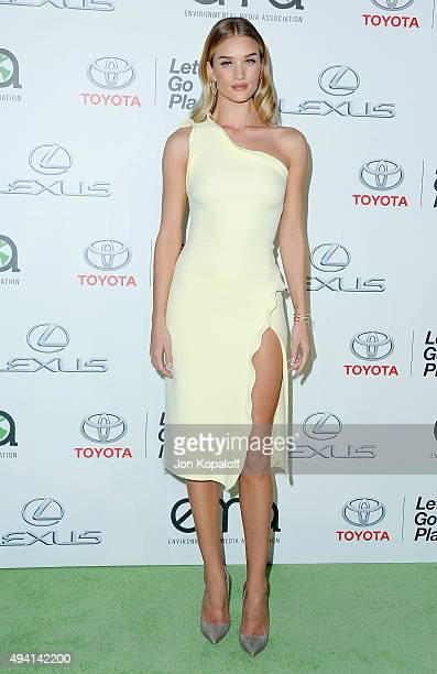 Model Rosie HuntingtonWhiteley arrives at Environmental Media Association Hosts Its 25th Annual EMA Awards Presented By Toyota And Lexus at Warner...