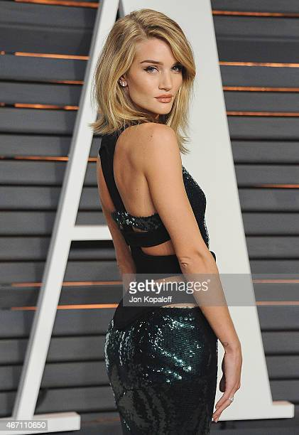 Model Rosie HuntingtonWhiteley arrives at the 2015 Vanity Fair Oscar Party Hosted By Graydon Carter at Wallis Annenberg Center for the Performing...