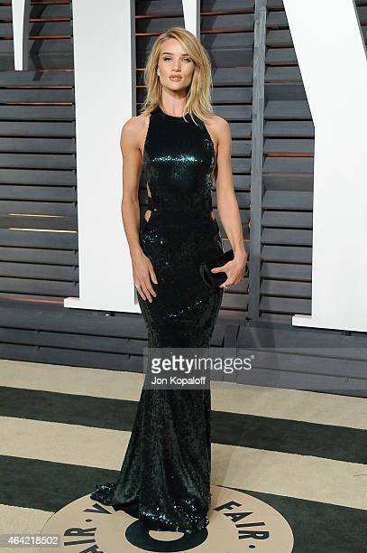 Model Rosie Huntington-Whiteley attends the 2015 Vanity Fair Oscar Party hosted by Graydon Carter at Wallis Annenberg Center for the Performing Arts...
