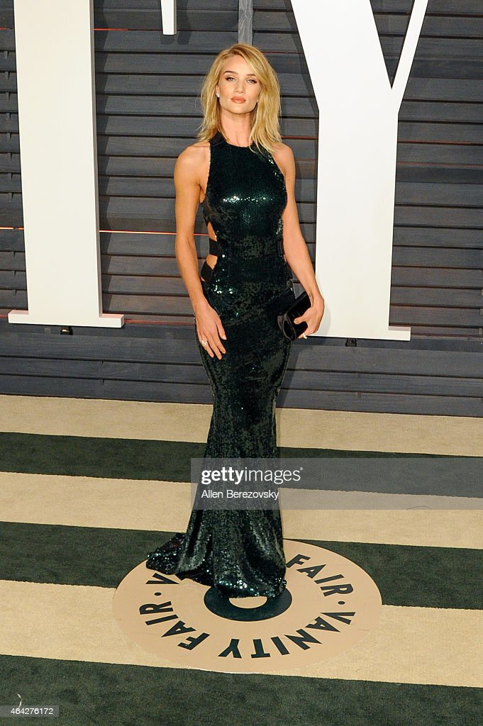 Model Rosie Huntington-Whiteley attends the 2015 Vanity Fair Oscar Party hosted by Graydon Carter at Wallis Annenberg Center for the Performing Arts on February 22, 2015 in Beverly Hills, California.