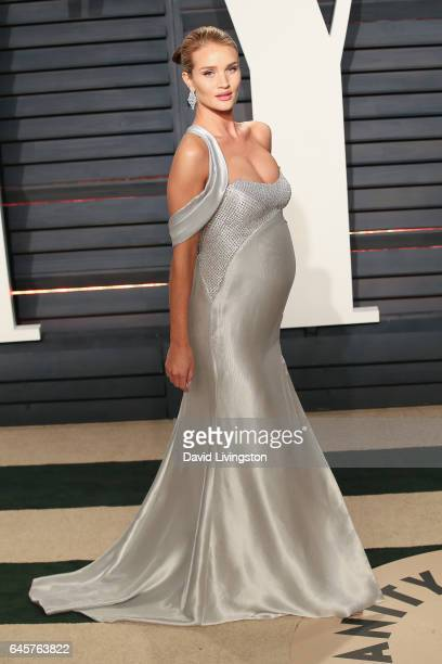 Model Rosie HuntingtonWhiteley attends the 2017 Vanity Fair Oscar Party hosted by Graydon Carter at the Wallis Annenberg Center for the Performing...