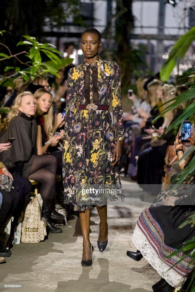 Lena Hoschek Fashion Show Berlin : Nachrichtenfoto