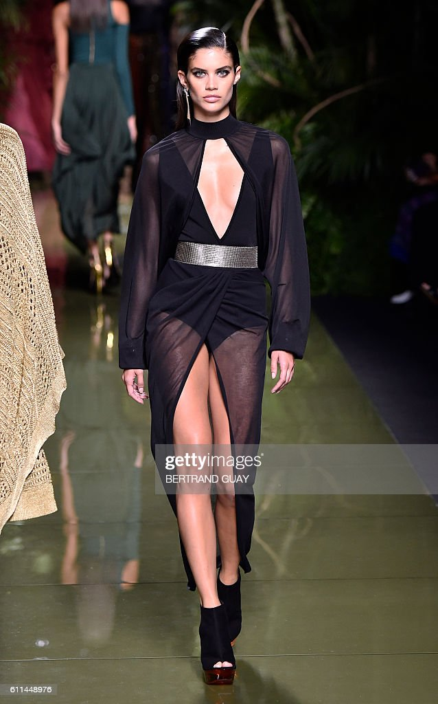 FASHION-FRANCE-BALMAIN : News Photo