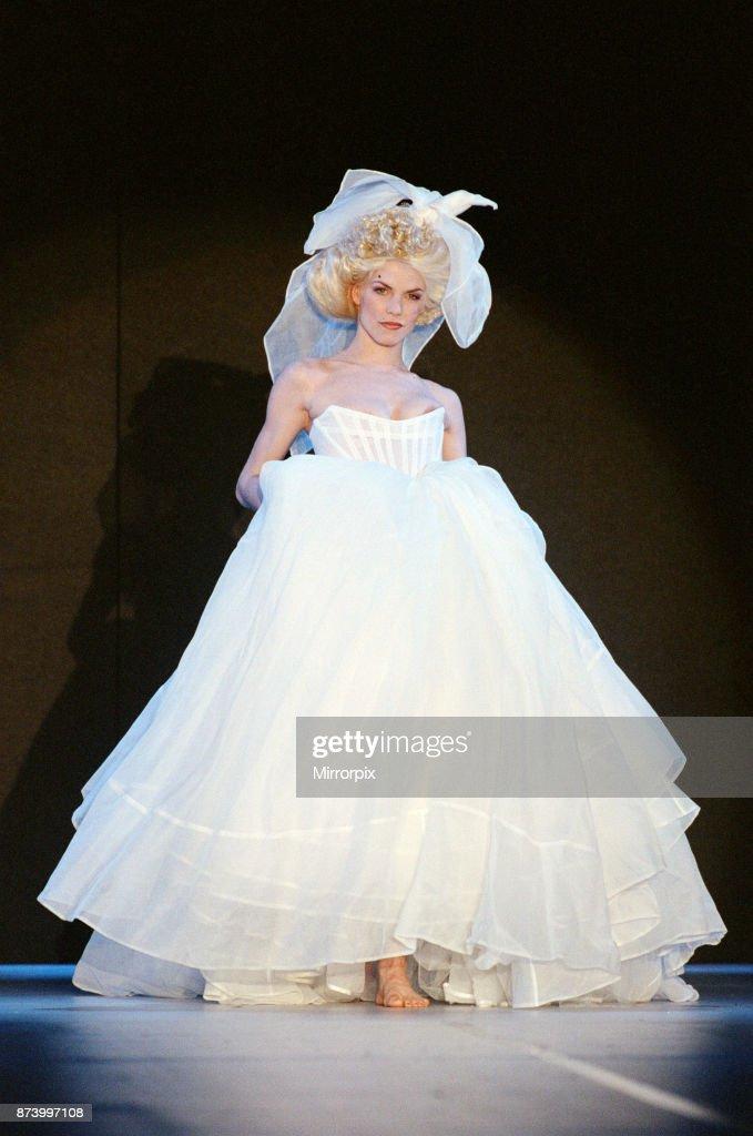 Vivienne Westwood fashion show : News Photo