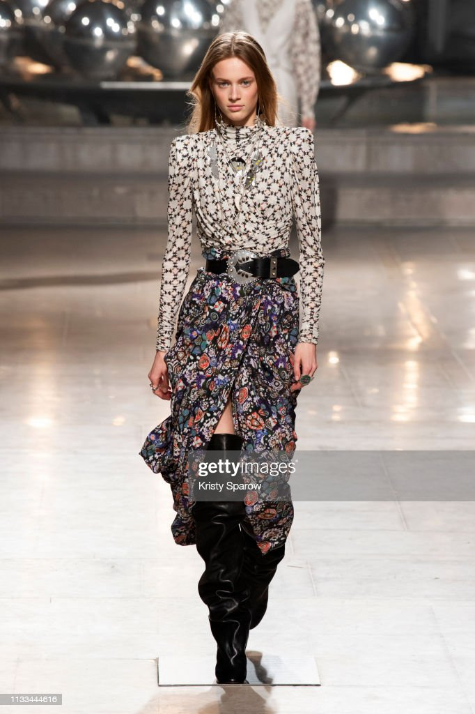 Isabel Marant : Runway - Paris Fashion Week Womenswear Fall/Winter 2019/2020 : News Photo