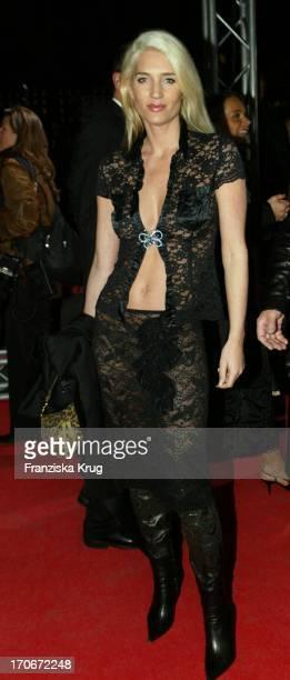Model Sarah Kern Bei 'James Bond' Premiere In Berlin 201102