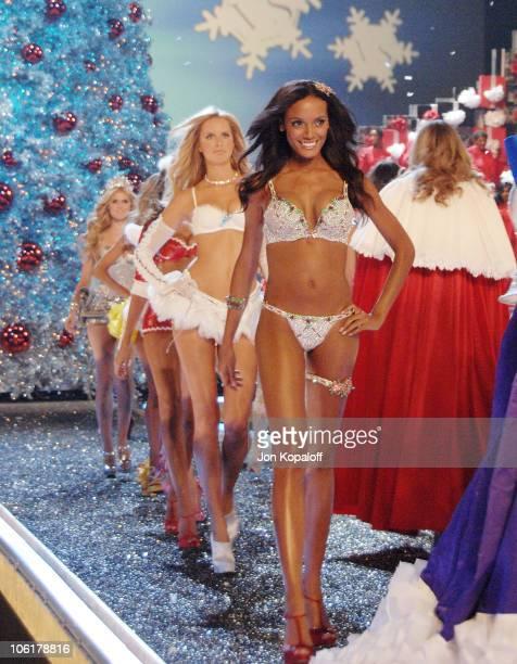 Model Selita Ebanks at the 12th Annual Victoria's Secret Fashion Show at the Kodak Theatre on November 15 2007 in Hollywood California