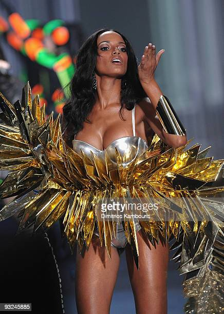 Model Selita Ebanks walks the runway during the 2009 Victoria's Secret fashion show at The Armory on November 19 2009 in New York City