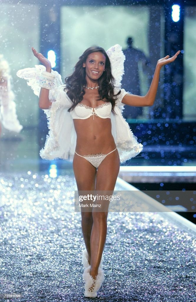 The Victoria's Secret Fashion Show - Show : News Photo