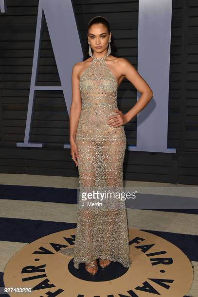 Model Shanina Shaik attends the 2018 Vanity Fair Oscar Party hosted by Radhika Jones at the Wallis Annenberg Center for the Performing Arts on March...