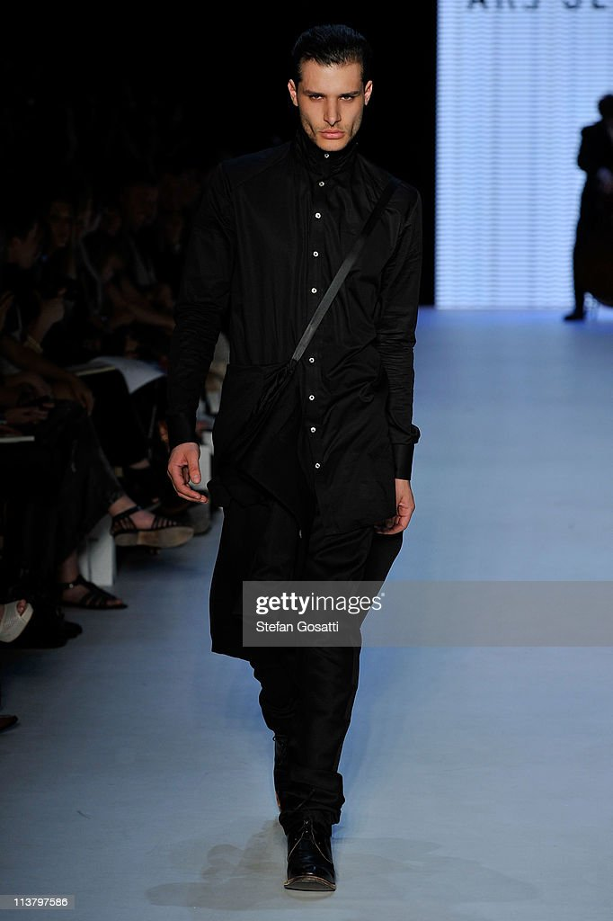 RAFW S/S 2011/12 - New Generation 1 Catwalk : News Photo