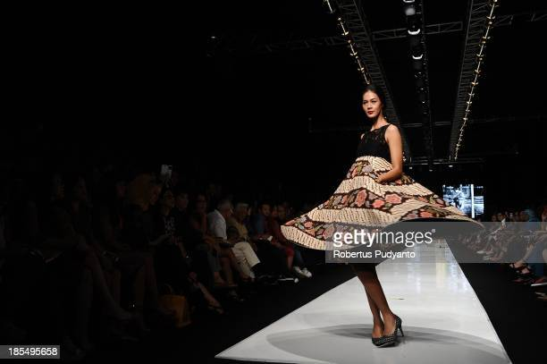 A model showcases designs by Edward Hutabarat on the runway at the Parang show during Jakarta Fashion Week 2014 at Senayan City on October 21 2013 in...