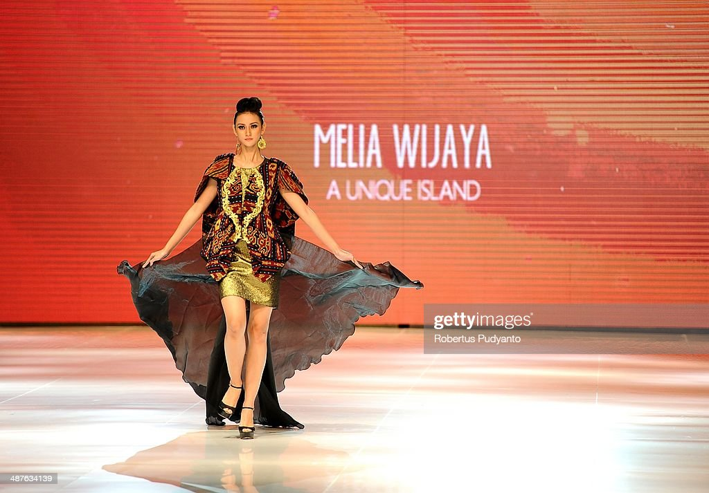 A model showcases designs by Melia Wijaya on the runway at An Unique Island show during The 7th Surabaya Fashion Parade 'NIWASANA NUSANTARA 2014' at Tunjungan Plaza on on May 1, 2014 in Surabaya, Indonesia.