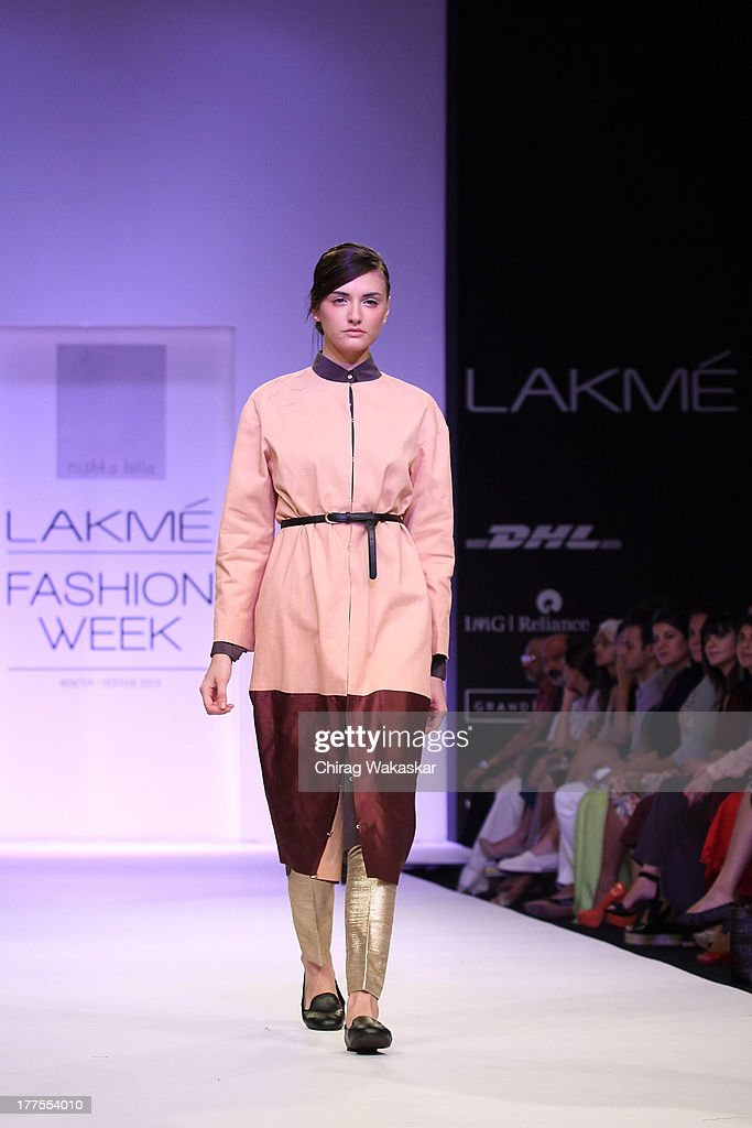 A Model Showcases Designs By Nishka Lulla During Day 1 Of Lakme News Photo Getty Images