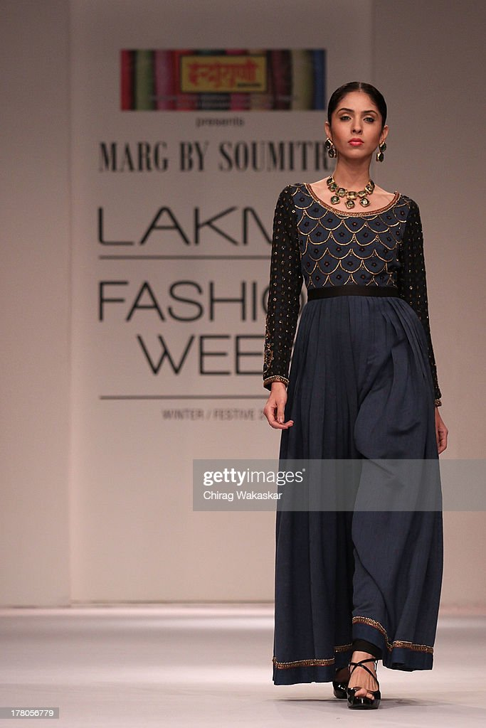A Model Showcases Designs By Soumitra Mondal During Day 4 Of Lakme News Photo Getty Images