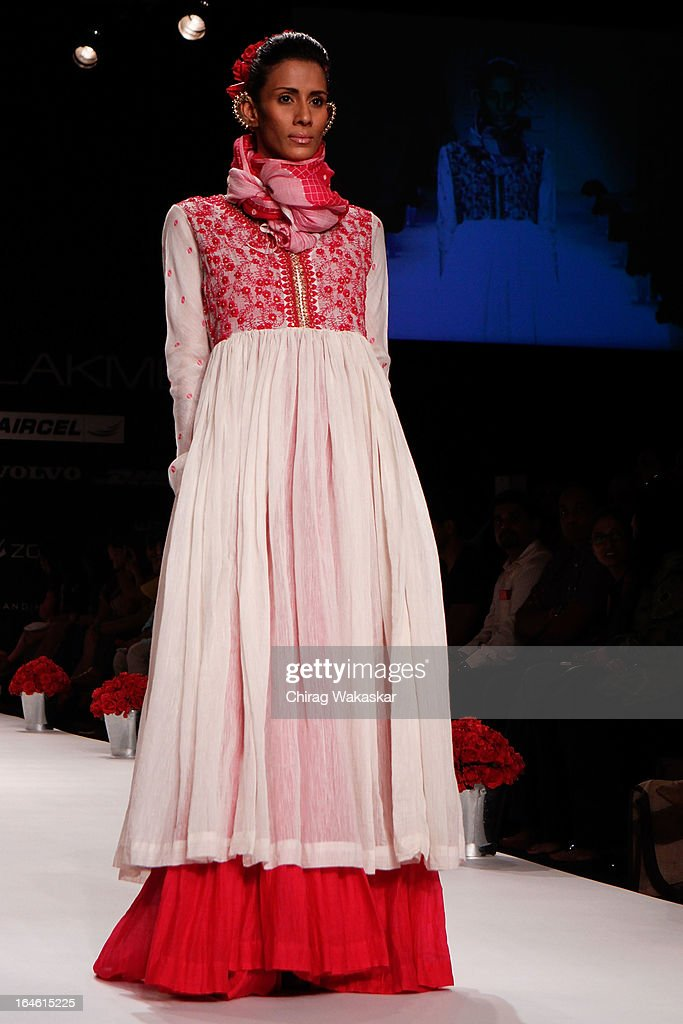 A Model Showcases Designs By Soumitra Mondal On The Runway During Day News Photo Getty Images