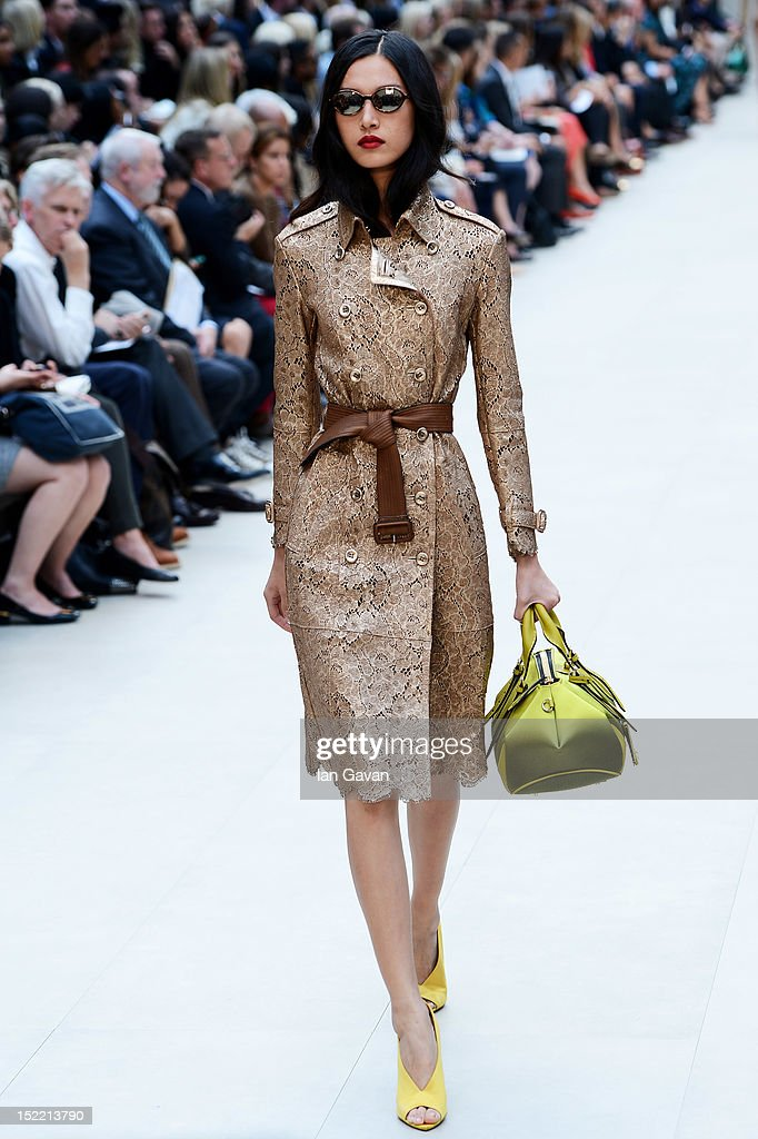 LFW SS2013: Burberry Prorsum Catwalk : News Photo