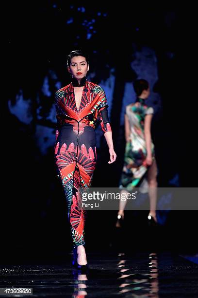 Oriental models stock photos and pictures getty images for Orient mobel