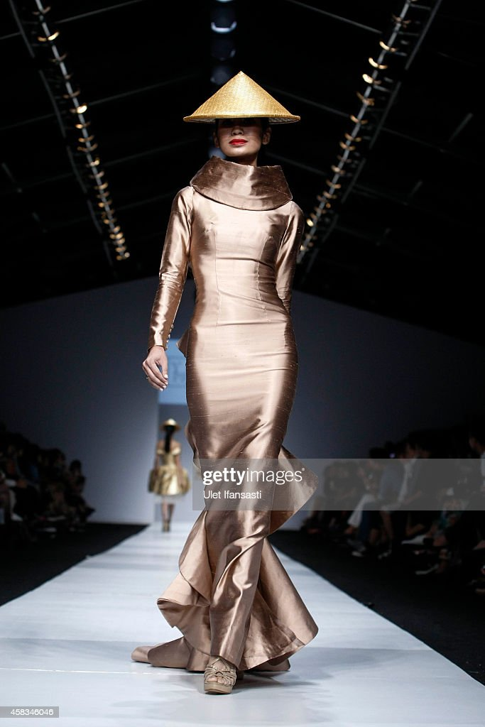 Jakarta Fashion Week 2015 - Day 3 : News Photo
