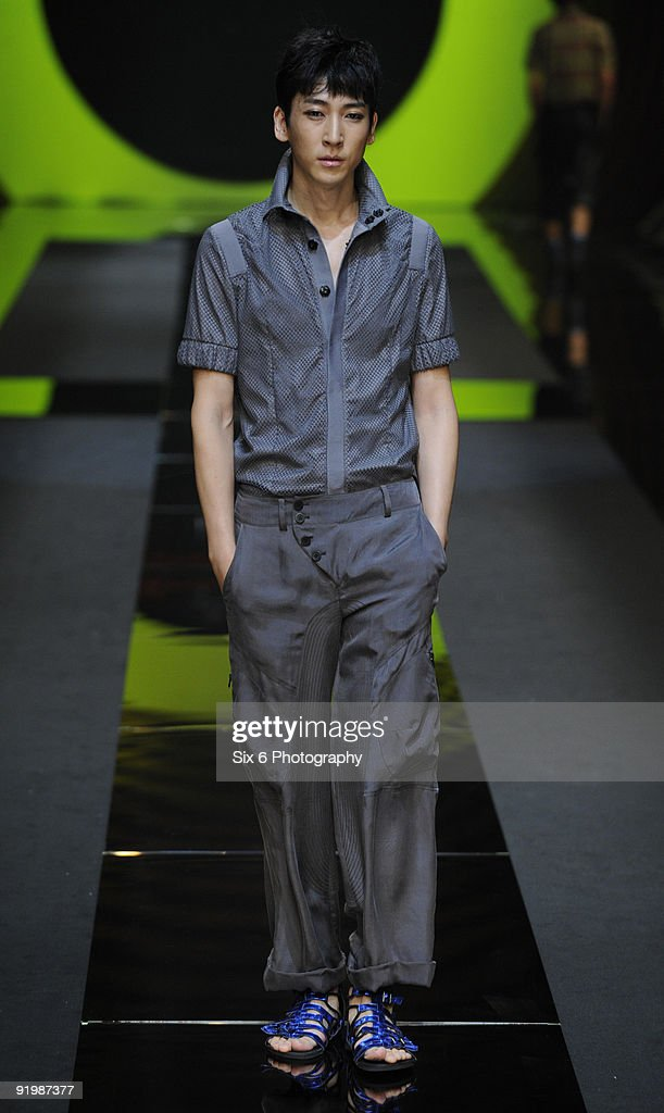 A Model Showcases Resurrection Designs By Lee Ju Young On The Runway News Photo Getty Images