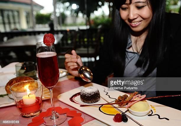 A model showcases romantics Valentines dinner at Sheraton Hotel on February 10 2014 in Surabaya Indonesia Roses chocolates teddy bears toy hearts...