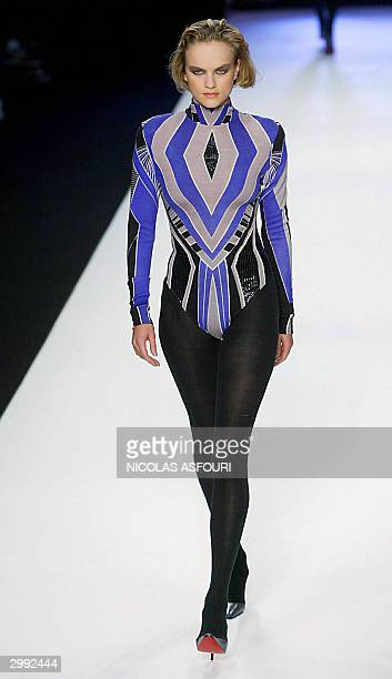 Model shows an outfit by Welsh designer Jonathan Saunders Autumn/Winter 2004-2005 at the London fashion week 18 February 2004. AFP PHOTO Nicolas...