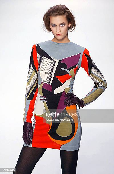 Model shows an outfit by Welsh designer Jonathan Saunders during the Autumn/Winter 2004-2005 London fashion week 18 February 2004. AFP PHOTO Nicolas...