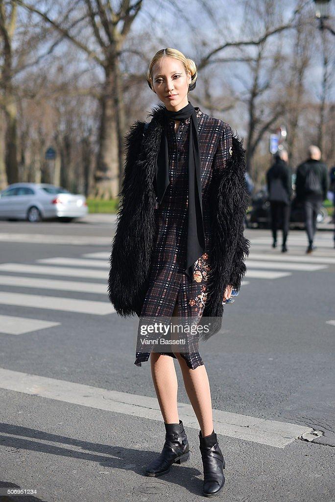 Street Style : Paris Fashion Week -Haute Couture- Spring/Summer 2016  : Day Three : News Photo