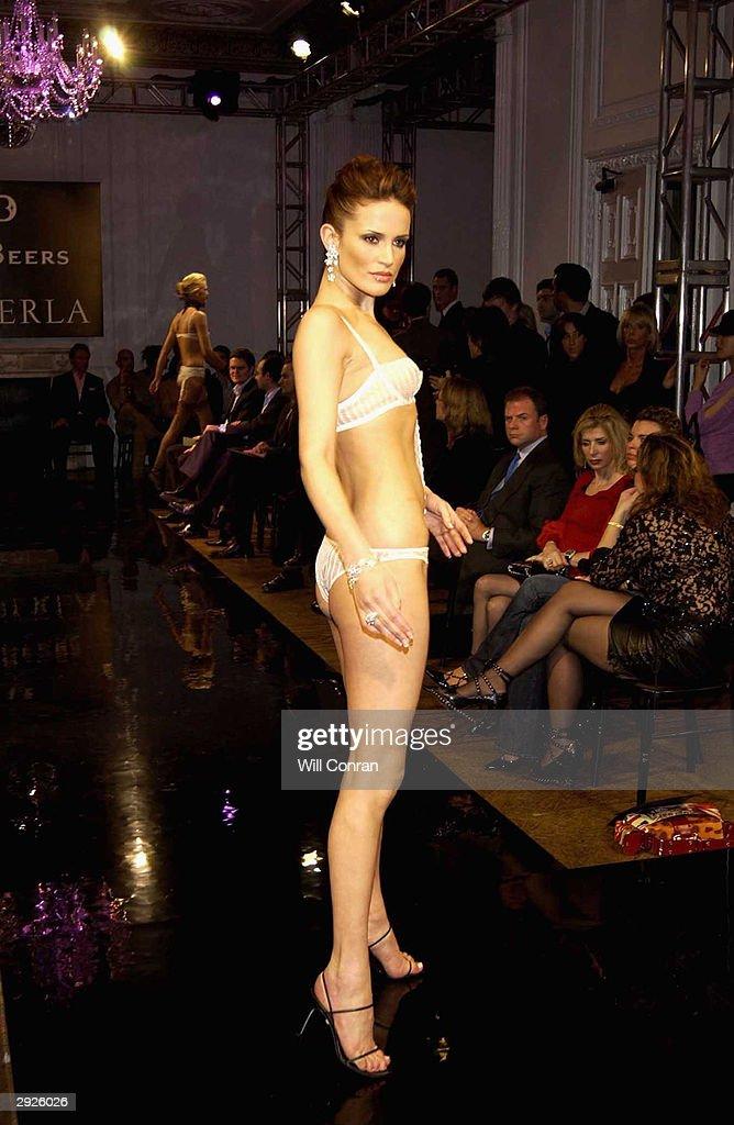 Bent ass women sexy