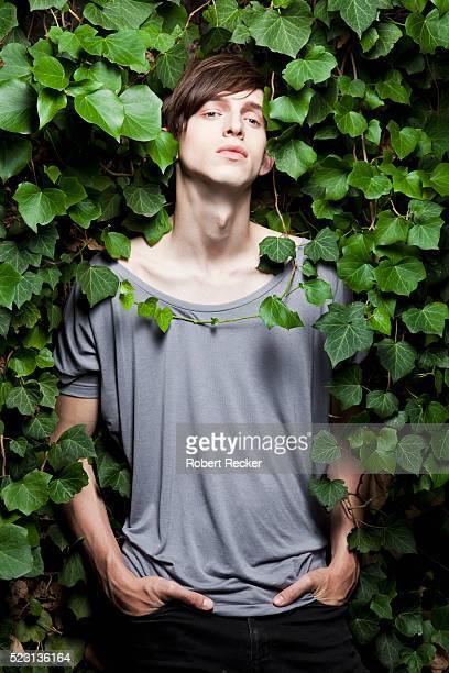 model standing in ivy leaves - ポケットに手を入れている ストックフォトと画像