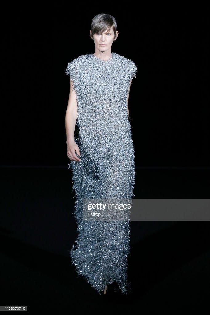 model-stella-tennant-walks-the-runway-at-the-balenciaga-show-at-paris-picture-id1133373710