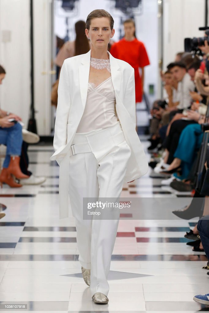 Victoria Beckham - Runway - LFW September 2018 : News Photo