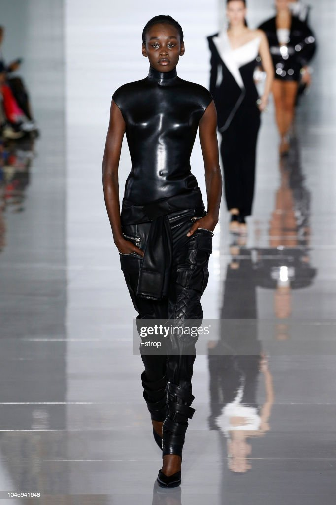Balmain : Runway - Paris Fashion Week Womenswear Spring/Summer11 2019 : ニュース写真