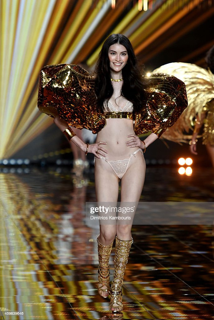 2014 Victoria's Secret Fashion Show - Show : News Photo