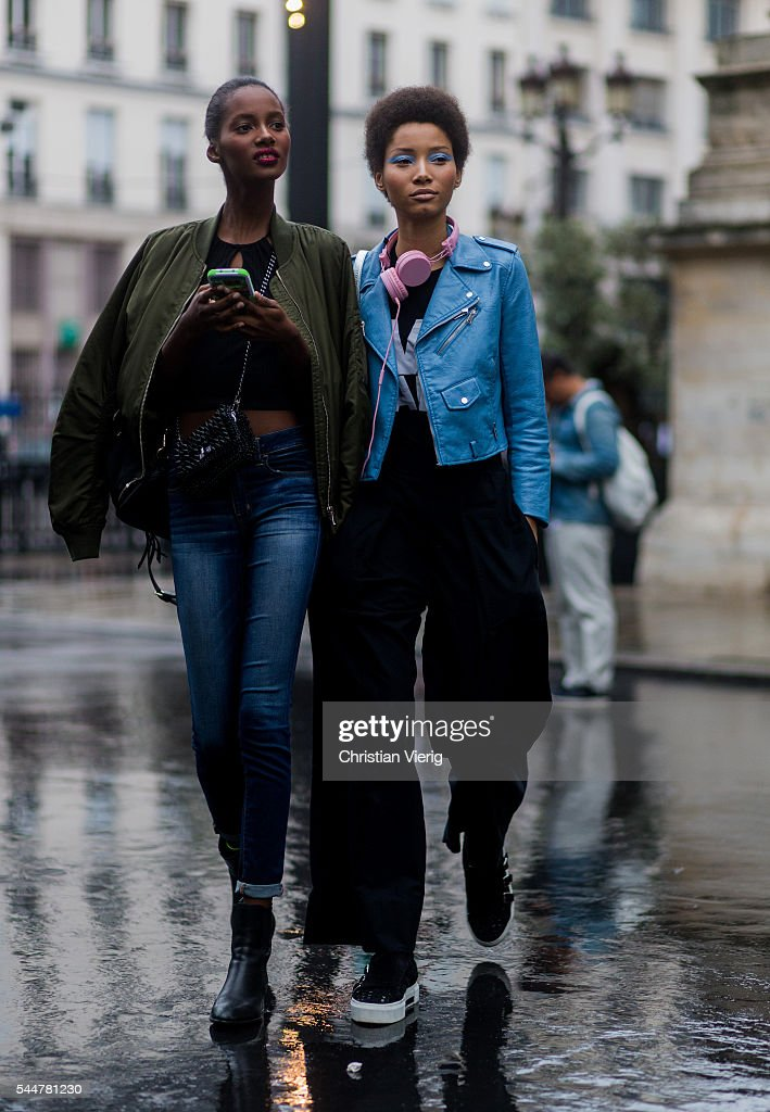 Street Style - Paris Fashion Week : Day One - Haute Couture F/W 2016/2017 : News Photo