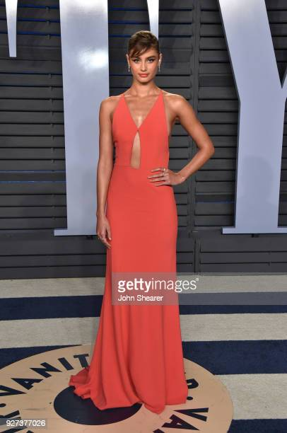 Model Taylor Hill attends the 2018 Vanity Fair Oscar Party hosted by Radhika Jones at Wallis Annenberg Center for the Performing Arts on March 4,...