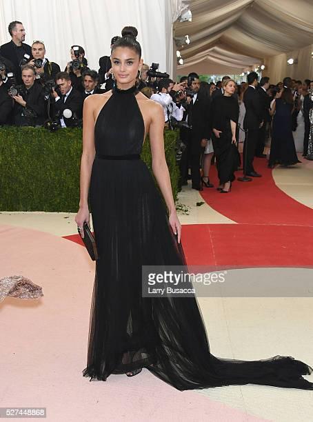"""Model Taylor Hill attends the """"Manus x Machina: Fashion In An Age Of Technology"""" Costume Institute Gala at Metropolitan Museum of Art on May 2, 2016..."""
