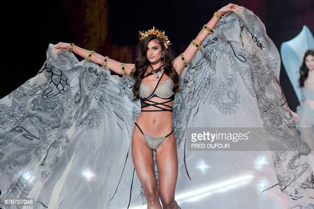 US model Taylor Hill presents a creation during the 2017 Victoria's Secret Fashion Show in Shanghai on November 20 2017 / AFP PHOTO / FRED DUFOUR /...