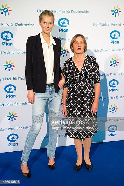 Model Toni Garrn and Maike Roettger attend the Ulrich Wickert Award for children's rights at Hamburger Bahnhof on October 9 2014 in Berlin Germany