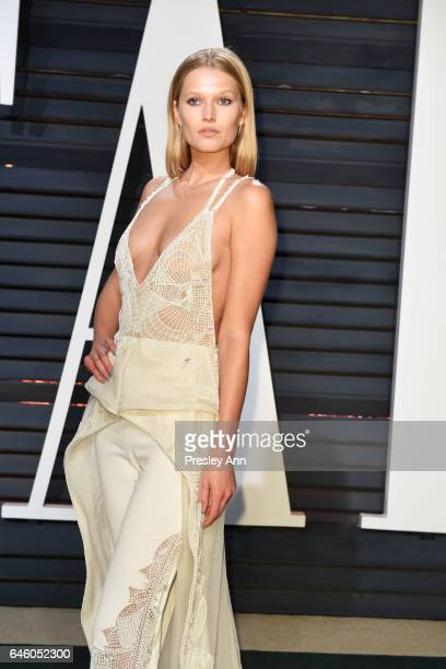 Model Toni Garrn attends the 2017 Vanity Fair Oscar Party hosted by Graydon Carter at Wallis Annenberg Center for the Performing Arts on February 26...