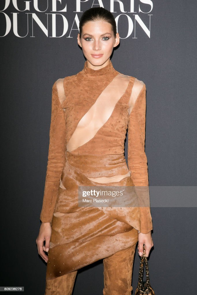 Vogue Foundation Dinner Photocall - Paris Fashion Week - Haute Couture Fall/Winter 2017-2018 : News Photo