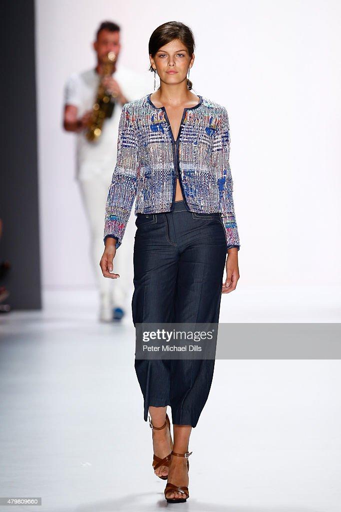 Riani Show - Mercedes-Benz Fashion Week Berlin Spring/Summer 2016 : Nachrichtenfoto