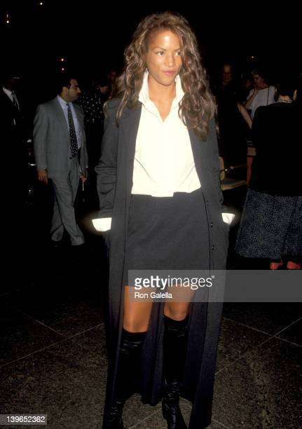 Model Veronica Webb attends A Bronx Tale West Hollywood Premiere on September 23 1993 at DGA Theatre in West Hollywood California