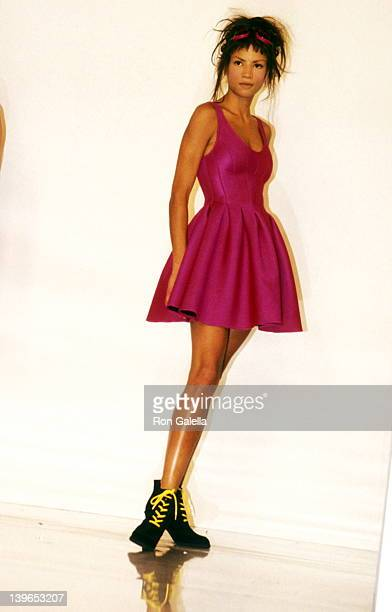 Model Veronica Webb walking down the runway at the Fall 1994 Fashion Week Donna Karan Fashion Show on April 6 1994 at Bryant Park in New York City...
